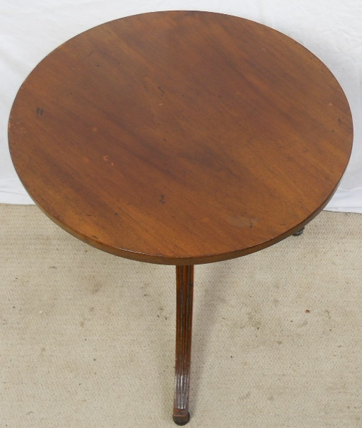 Round Glass Pedestal Coffee Table: Round Mahogany Pedestal Tripod Coffee Table
